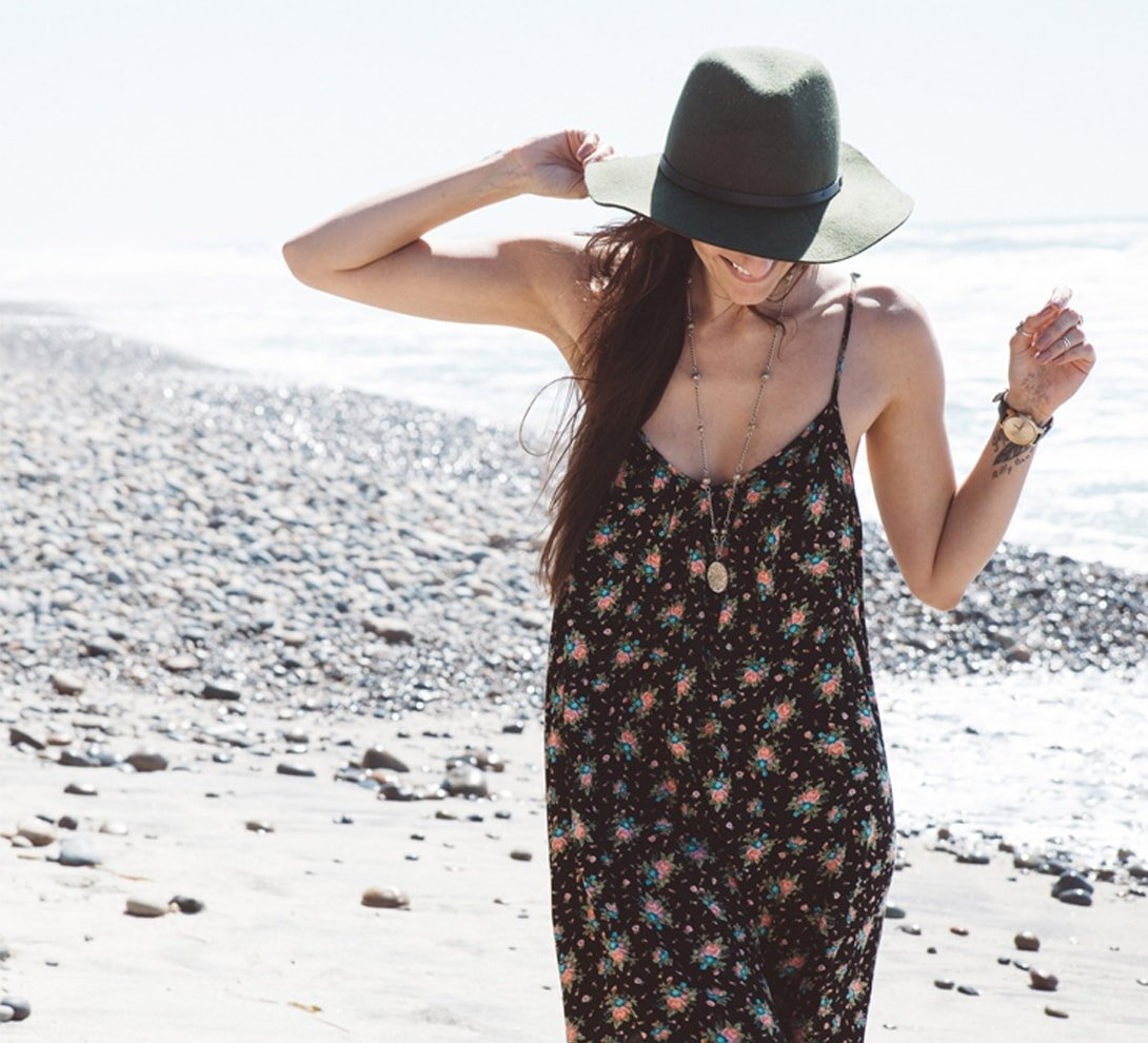Woman wearing a beach dress and a hat
