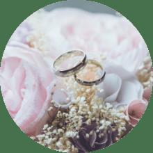 2 wedding rings on roses
